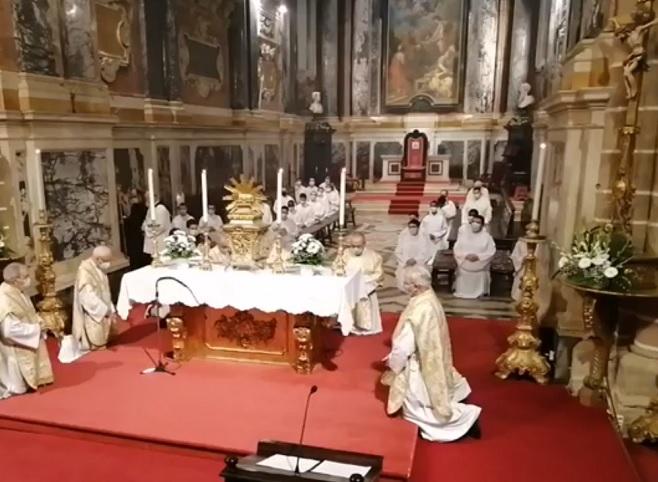 Quinta-feira Santa, às 18h30: Ceia do Senhor e Adoração do Santíssimo na Catedral de Évora (com Homilia)