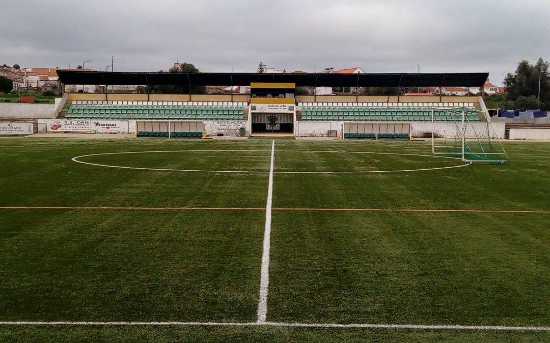 Melhoria da eficiência energética do campo do Sporting Clube de Viana do Alentejo é uma das obras apoiadas pelo programa