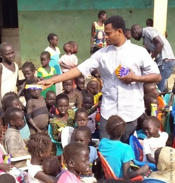 """ETIÓPIA: Padre alerta para perseguição aos cristãos """"pelo extremismo islâmico"""", e fala em ataques """"a igrejas e habitações"""""""