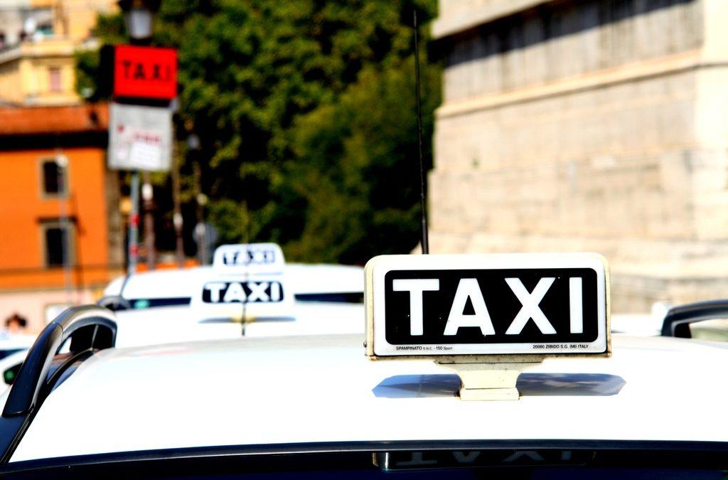 Covid-19: Ocupação máxima dos bancos traseiros de táxis e TVDE permitida em 14 de junho