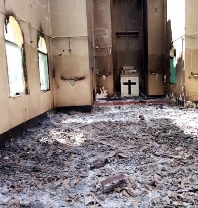 """MOÇAMBIQUE: """"É muita dor"""", diz padre Fonseca ao ver pela primeira vez a igreja de Mocímboa da Praia destruída pelos terroristas"""