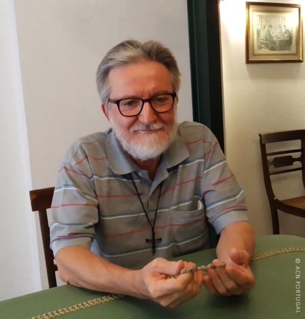"""Padre Gigi Maccalli foi a Fátima """"agradecer a Maria"""" a sua libertação (c/vídeo)"""
