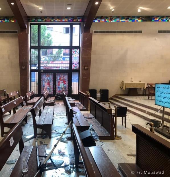 Um padre libanês recorda a explosão como um momento decisivo na sua terra natal