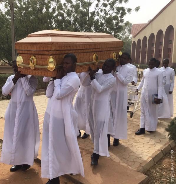 """O país mais populoso de África """"está em guerra"""", diz Bispo de Kaduna face à onda de violência que afecta tudo e todos"""
