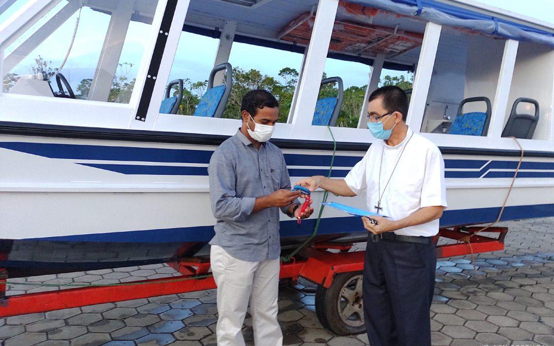 BRASIL: A primeira viagem do Padre Bruno no barco que a Fundação AIS ofereceu à Igreja da Amazónia