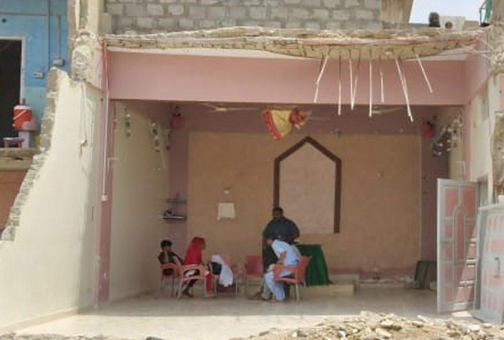 PAQUISTÃO: Comunidade cristã assiste em lágrimas à demolição da Igreja de São José e de centenas de casas em Karachi